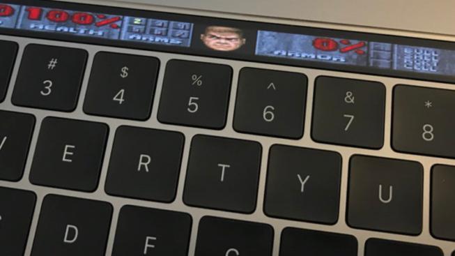 Doom se dá rozjet i na Touch Baru od MacBook Pro. Nevěříte? Podívejte se!
