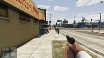 Při hraní z pohledu první osoby připomíná Grand Theft Auto V klasickou střílečku