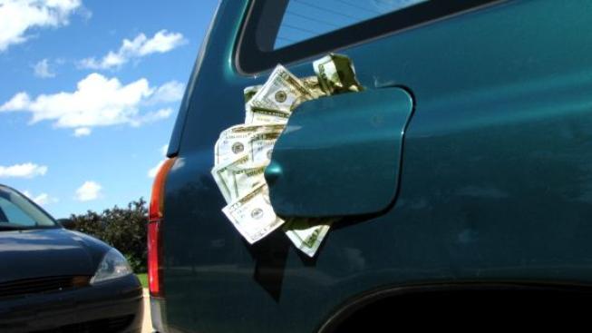 Pro většinu motoristů je maximální přípustnou cenovou hranicí za pohonné hmoty 30,-Kč za 1 litr, Foto: SXC