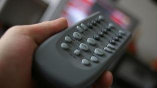 Každá domácnost musí měsíc co měsíc – ať se jí to líbí, nebo nelíbí, ať Českou televizi sleduje, nebo nesleduje, ať Český rozhlas poslouchá, nebo neposlouchá – nasypat do veřejnoprávního měšce 180 korun. Foto:SXC