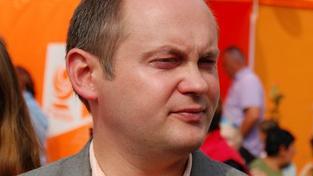 Podívejte se, co místopředseda ČSSD, podle týdeníku Reflex, všechno stíhá. Foto:ČSSD, Text:MED