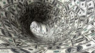 Většina lidí se snaží dluh splatit dalšími půjčkami. Nejdříve využívají seriózní finanční ústavy. Když již nejsou bonitní, musí využít nebankovní instituce, kde již úrokové sazby hraničí s lichvou. Foto:SXC, text: Oddluzovacicentrum.cz