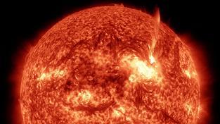"""Slunce nás nepřestává fascinovat a detailní pohled na jeho """"plápolání"""" bere dech"""