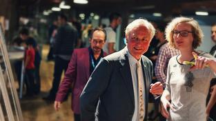 Richard Dawkins převzal na festivalu cenu za osobní přínos v popularizaci vědy