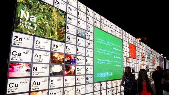 Sedmá řada periodické tabulky chemických prvků je kompletní (ilustrační snímek)
