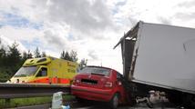 Lékaři na Pardubicku zachraňovali řidiče osobního auta. Po nehodě zemřel