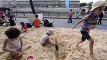 V Paříži ožívá nábřeží s písečnou pláží