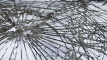 Havárie dvou aut u Hradce má šest zraněných