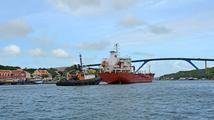 Neobvyklá nehoda: Loď strhla část mostu i s vozovkou