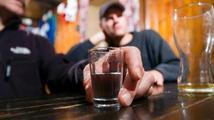 Vláda zřídila krizový štáb kvůli otravám alkoholu. Už se sešel