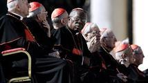 Ve Vatikánu začalo shromáždění kardinálů, rozhodne o datu zvolení papeže