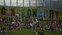 Největší festival na světě otevřel své brány. Do Glastonbury se valí fanoušci