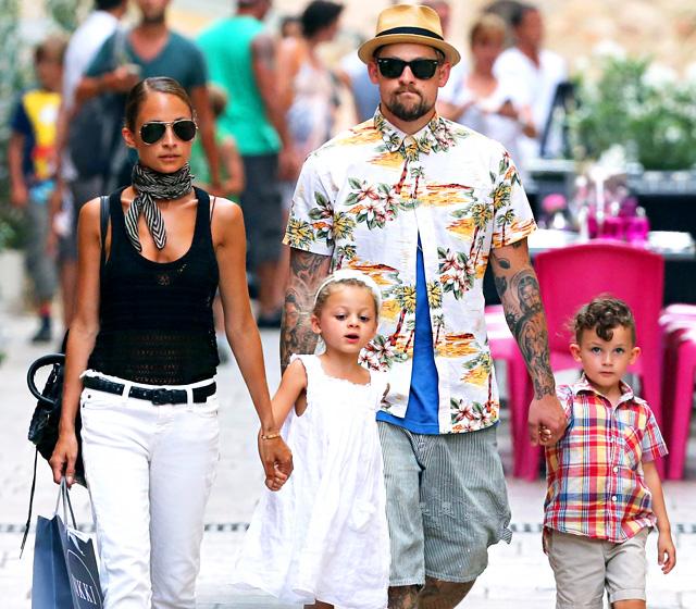 Nicole Richie s manželem Joelem Maddenem, děti Harlow a Sparrow
