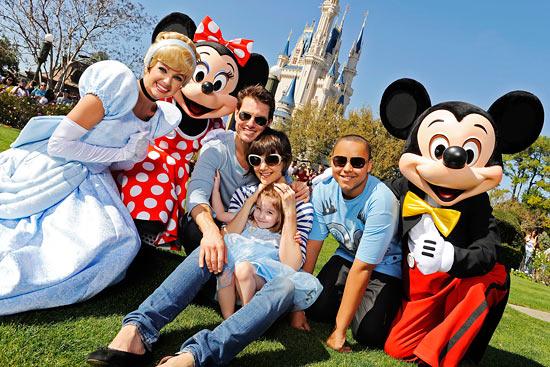 Tom Cruise a Katie Holmes s dcerou Suri a synem Connorem