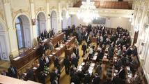 Poslanci se u finanční ústavy přeli o hladinu hluku ve Sněmovně
