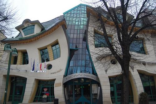 Křivý dům v Polsku