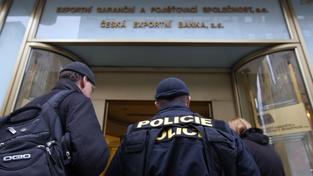 Protikorupční policie při zásahu v ČEB