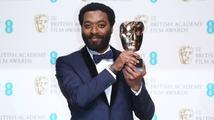 Cenu BAFTA pro nejlepší film získalo drama 12 let v řetězech