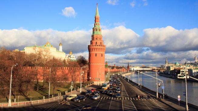 Praha dává od Moskvy a Petrohradu ruce pryč