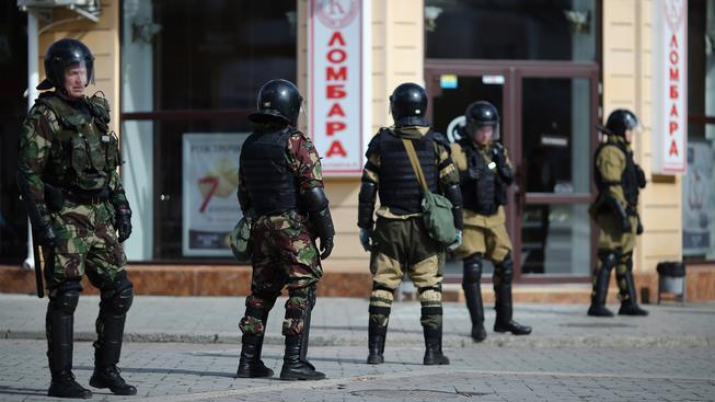 Ruští policisté v Simferopolu