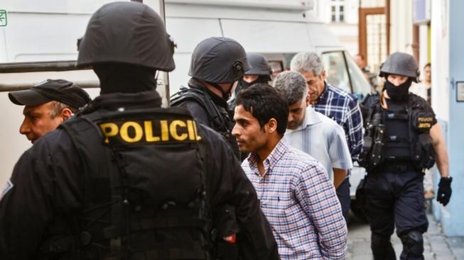 Policejní zásah při modlitbě muslimů