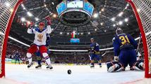 Prvními finalisty hokejového MS jsou Rusové. Obhájce zlata ze Švédska porazili 3:1