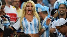 Fotbalová horečka udeřila naplno. V Malajsii se dokonce snažil vymluvit ministr z jednání vlády