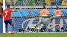 Buďte v klidu, chytnu 3 penalty, řekl brazilský gólman Júlio César před rozstřelem. Slib dodržel…