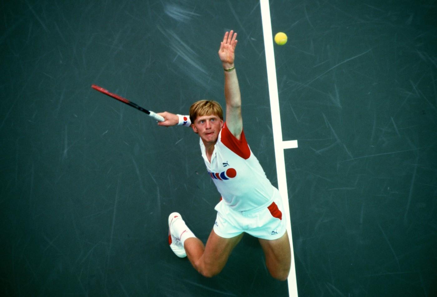 Boris Becker při podání v roce 1987