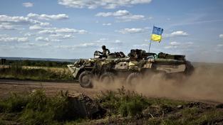 Ukrajinští vojáci v obrněném voze (Ilustrační foto)