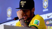 Neymar v slzách: Bál jsem se, že po té ráně skončím na vozíku. Stačily 2 centimetry…