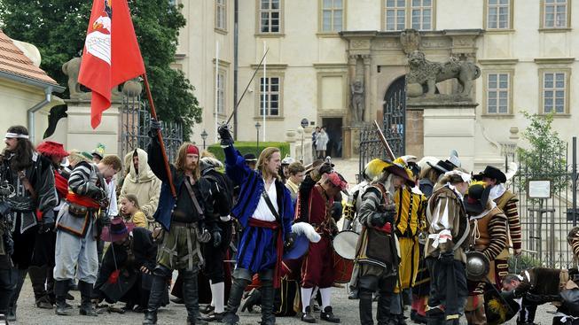 Mníšek pod Brdy, bitva o zámek, historický šerm