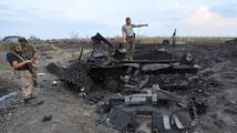 Masakr na východě Ukrajiny. Konvoj s uprchlíky napadli povstalci, lidé hořeli zaživa