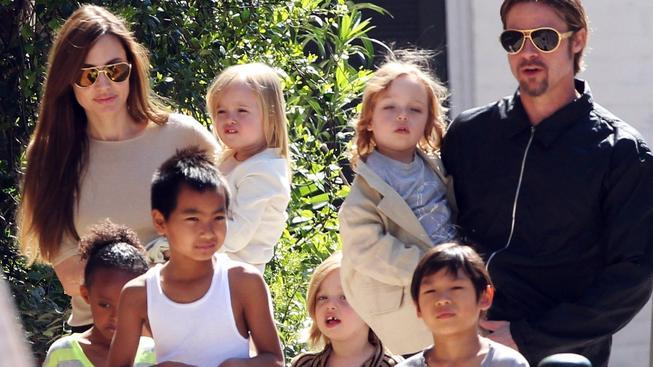Angelina Jolie a Brad Pitt s dětmi