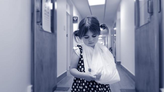 Lékař v klatovské nemocnici mučil malé děti