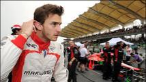 Pilot F1 Bianchi byl převezen do Francie, už není v umělém spánku