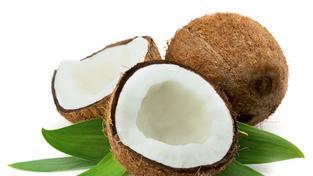 10 důvodů, proč si začít ihned čistit zuby kokosovým olejem