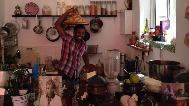 Takhle to vypadá v kuchyni etiopské restaurace Tenat v Tel Avivu_2
