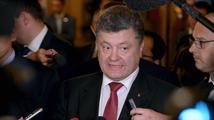 Ukrajinské volby podle průzkumů těsně vyhrál Porošenkův Blok