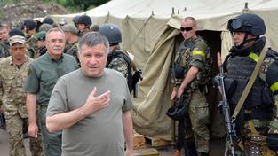 Arsen Avakov podpořil návrh prezidenta Porošenka uděli občanství některým spolubojovníkům.