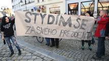 Chovanec požádá policii o vysvětlení k zásahu na mítinku Zemana