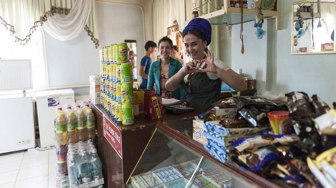 Uzbecké obchody vracejí místo peněz žvýkačkami nebo sirkami