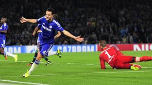 Chelsea v úvodním duelu se Schalke remizovala 1:1,  skóre otevřel Cesc Fábregas