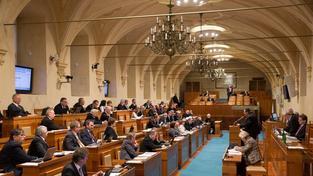 Senátoři rozhodli, že nebudou novelu zákona o platbách projednávat, a tím umožnili zvýšení o tři procenta.