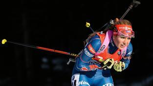 Gabriela Soukalová během vítězného sprintu ve slovinské Pokljuce