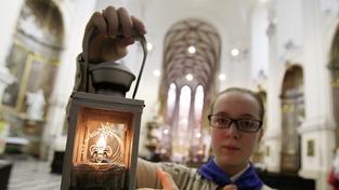 V sobotu začnou skauti Betlémské světlo rozvážet po celé republice