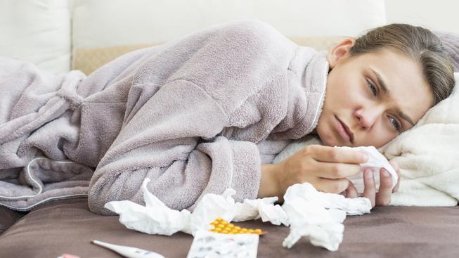 Pokud lidi dostanou náhradu mzdy i během prvních tří dní nemoci, mohlo by ubýt lidí, kteří chodí do práce s horečkou, jen aby nepřišli o peníze.
