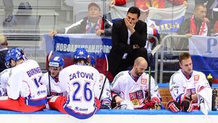 Trenér Vladimír Růžička na střídačce hokejové reprezentace