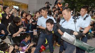 Protesty v Hongkongu trvají s přestávkami už několik měsíců, znovu se rozhořely kolem Vánoc