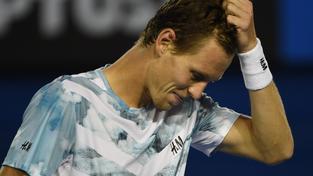Tomáši Berdychovi nepomohla odvrátit prohru ani výměna trička po druhém setu